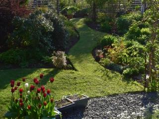 Knott Cottage self catering, Isle of Skye, garden, grass, path, flowerpots