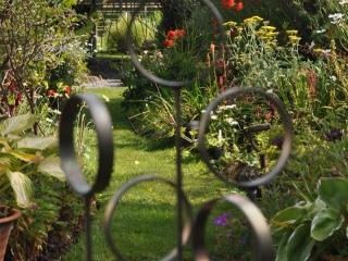 Knott Cottage self catering, Isle of Skye, garden, sculpture