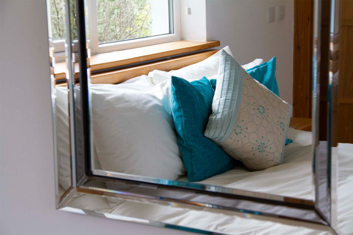 knott-cottage-studio-2-bedroom-pillows
